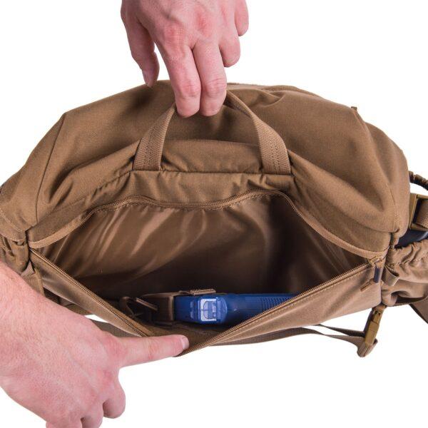 spaziosa camera principale con tasca per laptop foderata in schiuma